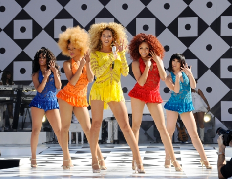 Do you suppose Beyonce's single ladies were Diamond Dancing behind her? Image courtesy of Wikipedia.